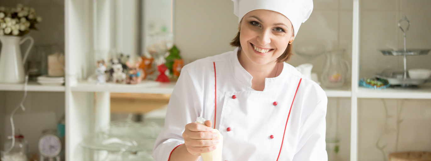 mulher fazendo doces