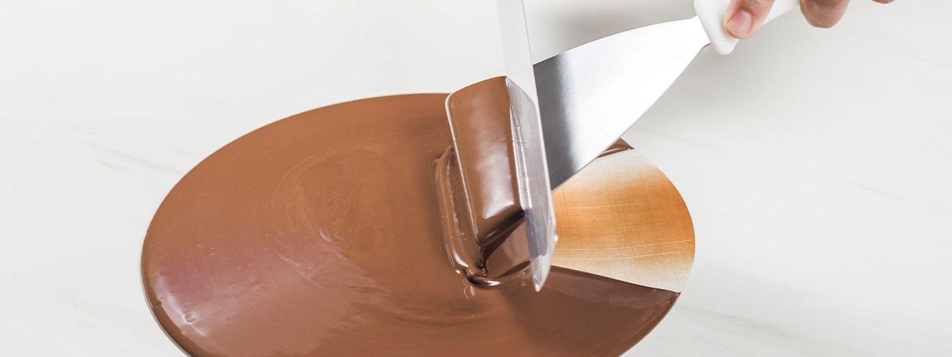 chocolate derretido no processo da temperagem