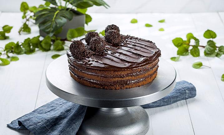 bolos de aniversário de brigadeiro